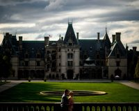 Couple on date at the Biltmore Estate