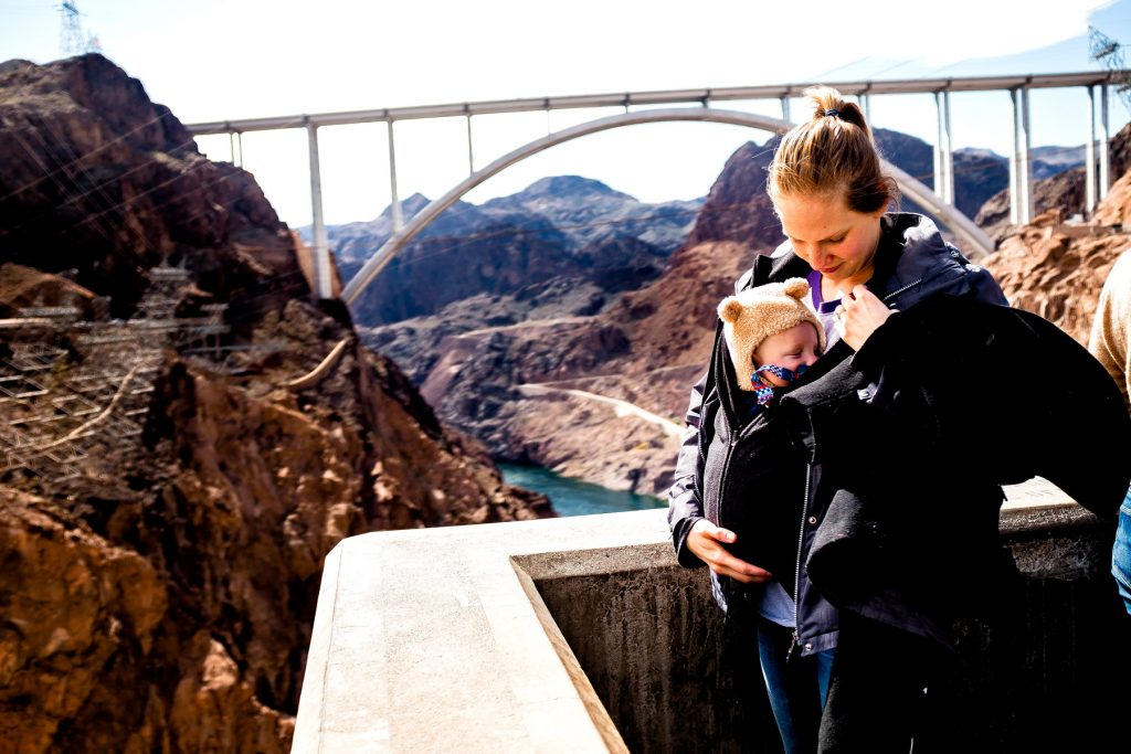 tourist with kid at the hoover dam